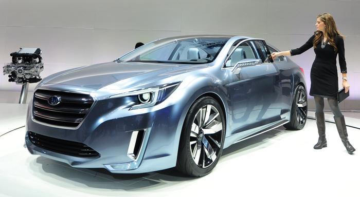 Концерн Subaru  представил концептуальную модель Legacy 2015 на автосалоне в Лос-Анджелесе 20 ноября 2013 года. Фото: FREDERIC J. BROWN/AFP/Getty Images
