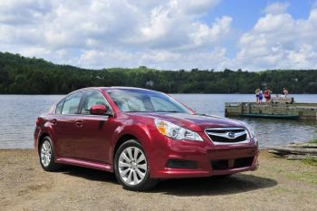 Фото: Subaru Legacy 2011. (Courtesy of Subaru)