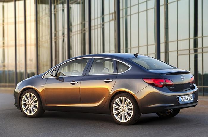 ММАС-2012 представляет мировые премьеры. Opel Astra Sedan. Фото: fresher.ru