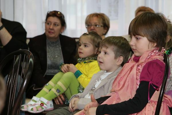 Новогодний праздник в московском детском приюте Зюзино. Фото предоставлено Мариной Молоковой