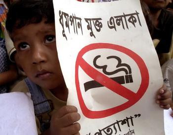 Пассивное курение может вызвать хромосомные мутации. Фото:Getty Images.