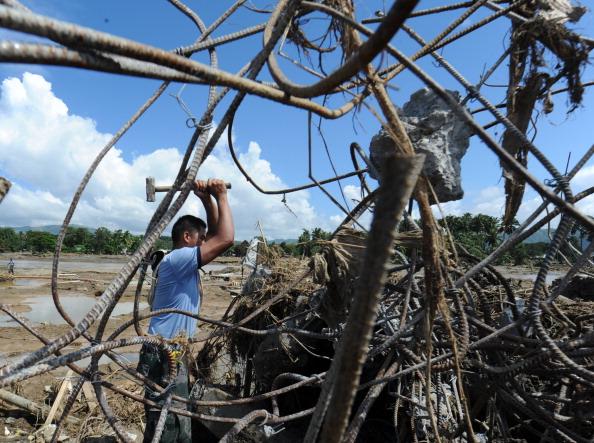 На Филиппинах число погибших возросло до 725 человек. Фото: TED ALJIBE/AFP/Getty Images