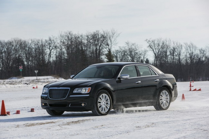 Chrysler 300 2013 модельного года. Фото: DFW Auto Show