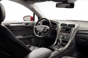 Салон автомобиля Ford Fusion 2013. Фото: Ford