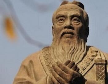 Статуя Конфуция в Пекине. По словам критиков, реальная цель вручения грантов и создания институтов Конфуция в Африке – добиться политического влияния в регионе. Фото: FredericJ. Brown/AFP/Getty Images