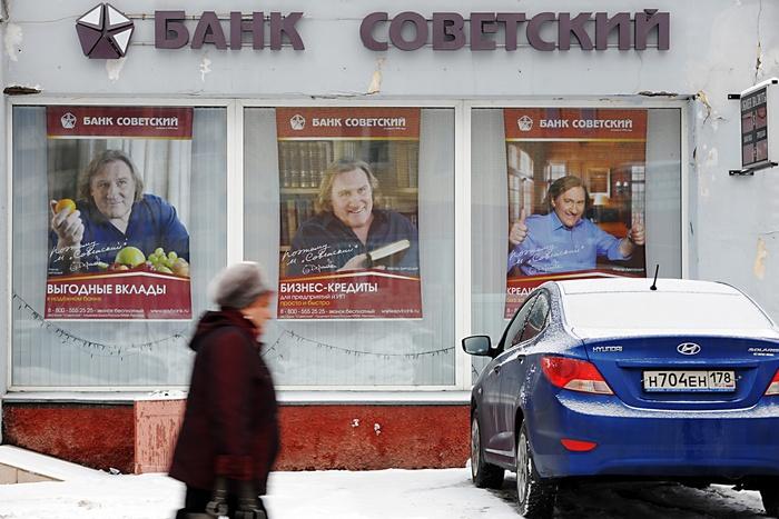 Кредит без справок и поручителей. Фото: OLGA MALTSEVA/AFP/Getty Images