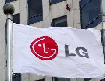 Южнокорейский электронный гигант LG планирует произвести революцию в сфере электронных книг, приступив к массовому производству гибких цветных дисплеев на электронной бумаге. Kim Jae-Hwan/AFP/Getty Images