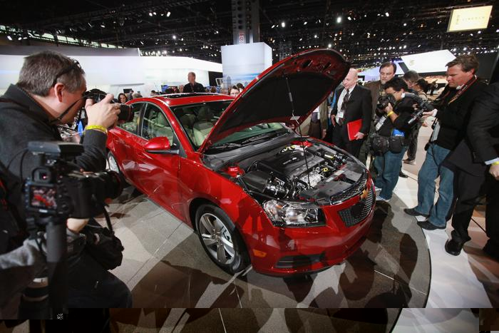 Новые модели на автосалоне 2013. Фото: Scott Olson/Getty Images