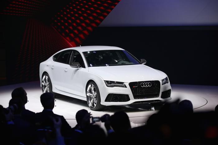 Audi представляет RS7 на Североамериканском автосалоне в Детройте, 14 января 2013 года. Фото: Bill Pugliano/Getty Images