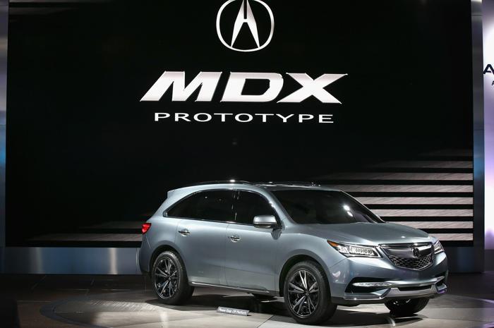 Acura демонстрирует MDX Prototype на пресс-показе Североамериканского автосалона в Детройте, 15 января 2013 года. Фото: Scott Olson / Getty Images