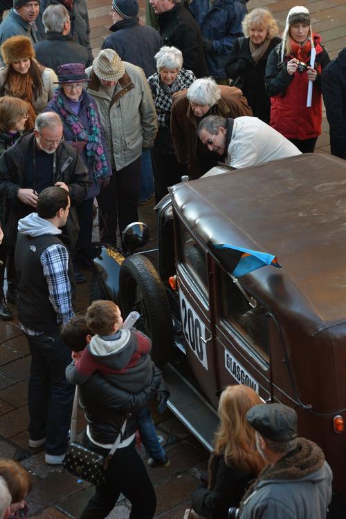 Ралли классических автомобилей «Монте-Карло» стартовало 26 января 2013 года, Глазго, Шотландия. Фото: Jeff J Mitchell / Getty Images