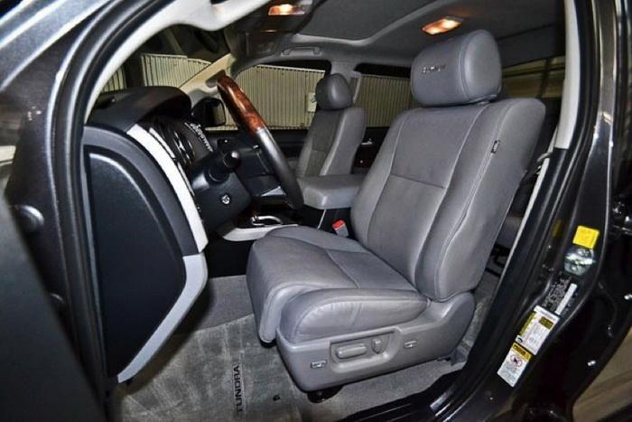 Toyota Tundra CREW MAX PLATINUM внутри. Фото: «Кроун Транзит»