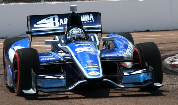 Алекс Тальяни под №98 участвует в Гран-при Сент-Питерсберга на машине Brian Herta Autsport (BHA) Dallara-Lotus. Тальяни и BHA будут добиваться другого поставщика двигателей для Инди 500 и остальной части сезона. Фото: Джеймс Фиш/Великая Эпоха