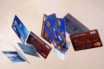 Компания «Юнисофт Кард» обладает собственной производственной базой по изготовлению пластиковых карт. Фото: Дамиен Меиер/Getty Image