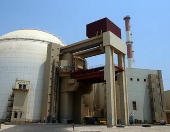 АЭС в Бушере на юге Ирана, где Stuxnet сумел заразить 30 000 внутренних компьютерных систем. Фото: Atta Kenare/Getty Images