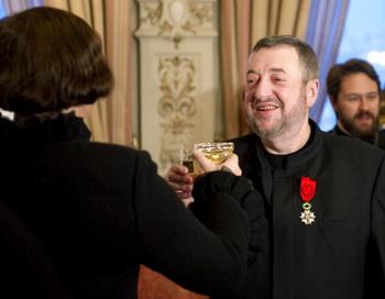 Режиссёр Лунгин стал офицером Ордена Почётного Легиона. Фото: NATALIA KOLESNIKOVA/AFP/Getty Images