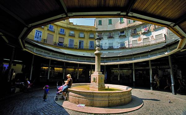 Пласа Редонда — Круглая площадь — достопримечательность, которую необходимо посмотреть. Она окружена старинными зданиями Баррио дель Кармен, которые сохранили очарование старой Валенсии. Фото предоставлено Turismo Valencia