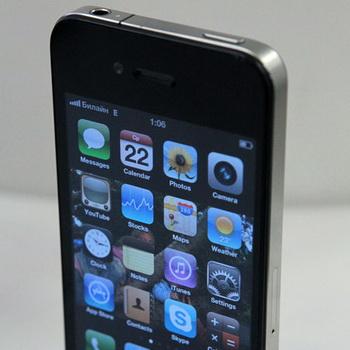 Начало продаж нового мобильного телефона iPhone 4G в Москве. Фото из архива РИА Новости