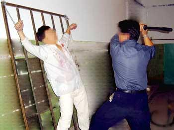 Агенты «Офиса-610», полицейские из местного отделения полиции и сотрудники отдела внутренней безопасности провели массовую облаву на последователей Фалуньгун. Фото с сайта Минхуэй