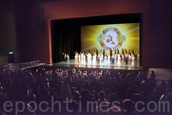 Заключительная сцена концерта Shen Yun в тайваньском городе Таоюане. Март 2011 год. Фото: The Epoch Times