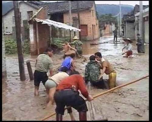 После землетрясения на юге Китая начался потоп и селевый поток. Фото: kanzhongguo.com