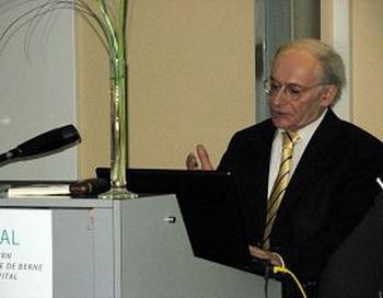 Г-н Дэвид Мэйтас выступает на церемонии вручения награды Фото:enlightenment.org