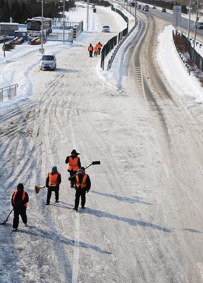 В Пекине прошёл самый сильный за 59 лет снегопад. 4 января 2010 год. Фото: AFP