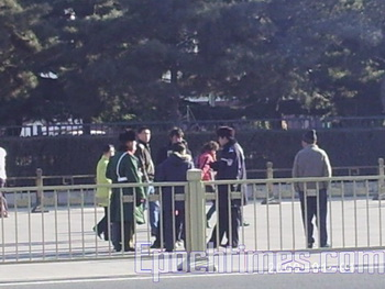 На площади Тяньаньмэнь арестованы протестующие и задержан  немецкий журналист. Фото:epochtimes.com