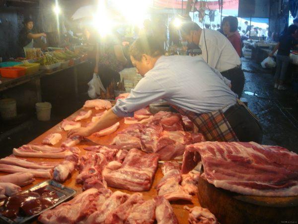 «Светящая свинина» пугает домохозяек Китая. Фото: col.bl.gov.cn.