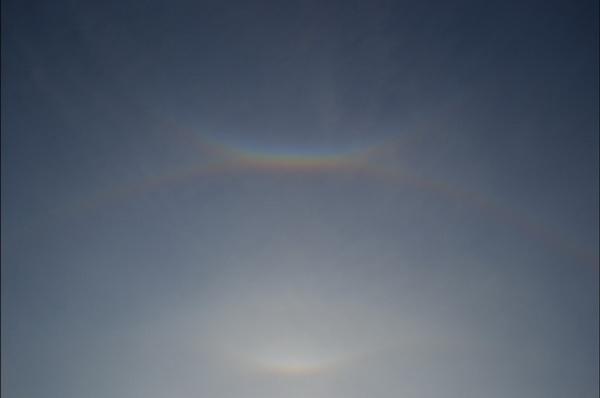В Чанчуне проявился двойной ореол солнца. Фото с сайта kanzhongguo.com