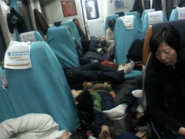 Более 300 человек, приехавших из Шанхая в Пекин для обращения к властям, были отправлены назад. Декабрь 2010 год. Фото предоставили апеллянты
