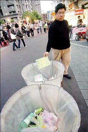 За разбрасывание мусора в Китае будут штрафовать. Фото: The Liberty Times