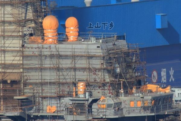 Работа по восстановлению авианосца «Варяг» идет полным ходом. Фото: sina.com.cn