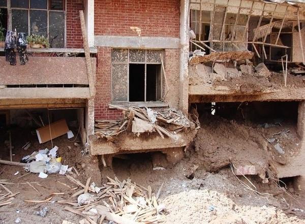 Уезд Чжоучу провинции Ганьсу после сильного оползня и наводнения. Август 2010 год. Фото с epochtimes.com