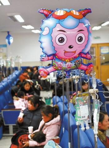 Центральная больница города Тай Чжоу провинции Чже Цзян заполнен больными. Фото с epochtimes.com