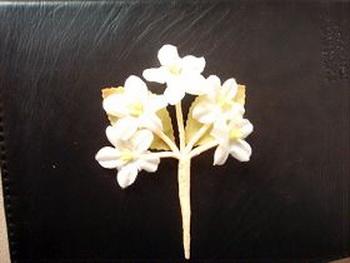 Шелковый цветок ручной работы. Фото:minghui.org