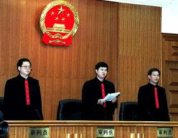 Адвокаты шокируют суд. Фото: AFP/Getty Images
