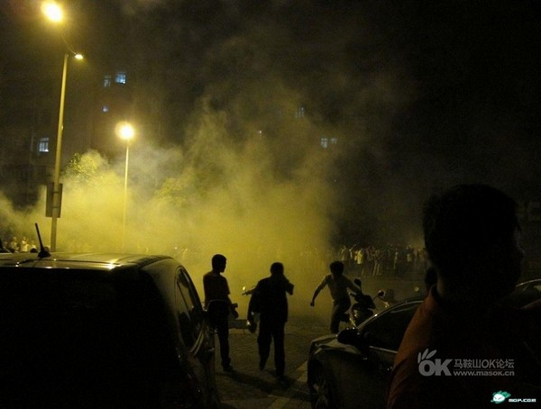 Многотысячная акция протеста против произвола чиновника. Провинция Аньхой. Фото с epochtimes.com
