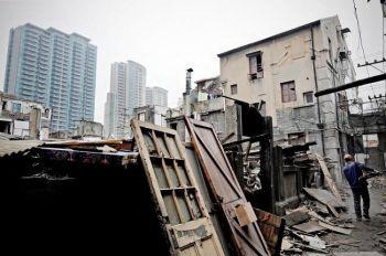 В Китае 2009 году наблюдался бешеный рост цен на рынке недвижимости. В Шанхае сносят дом для того, чтобы освободить место для новостроек. Фото: Getty