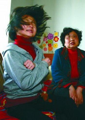 Цинцин и ее мать.