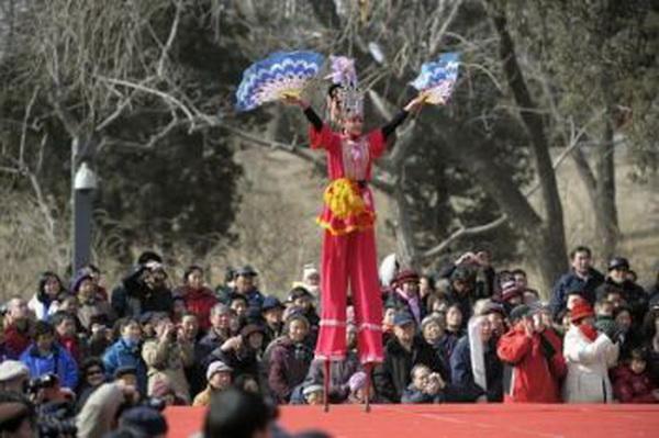 Ходьба на ходулях.Фото:AFP/Getty Images