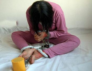 Китай. Кандалы в психбольнице. Фото с minghui.org