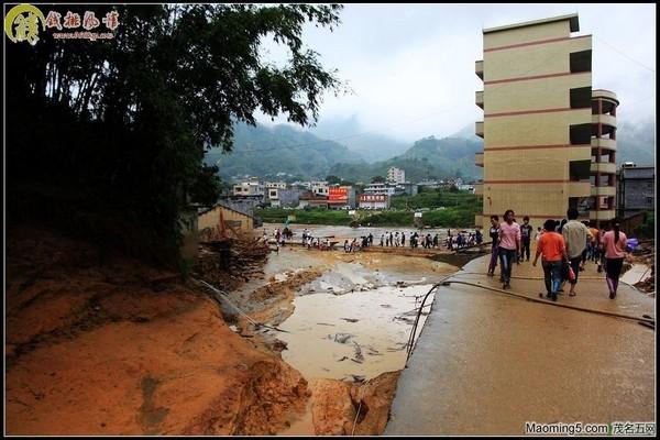 Последствия тайфуна «Фанаби». Провинция Гуандун. Сентябрь 2010 год. Фото с epochtimes.com  Читайте также:
