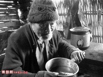 В Китае с каждым годом число людей, которым за 60 лет в стране увеличивается на 10 млн. человек. Фото с epochtimes.com