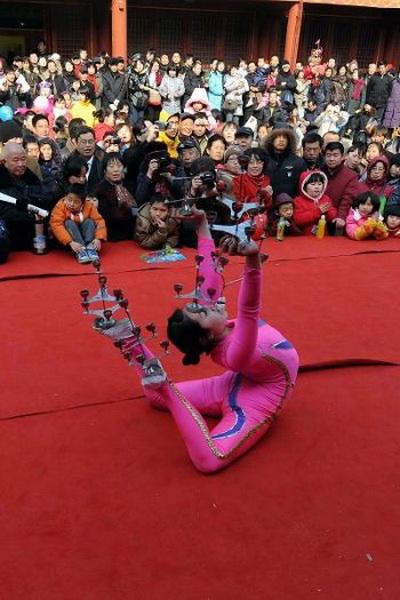 Показ традиционной китайской акробатики.  Фото:AFP/Getty Images.