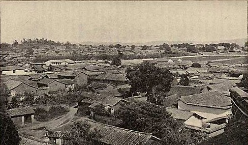 Город Куньмин, административный центр провинции Юньнань. Фото: Ernest Morrison