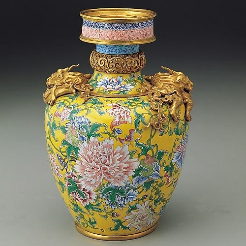 Изысканные предметы с китайской эмалью. Фото с kanzhongguo.com
