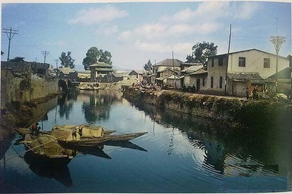 Река возле городских ворот Куньмина