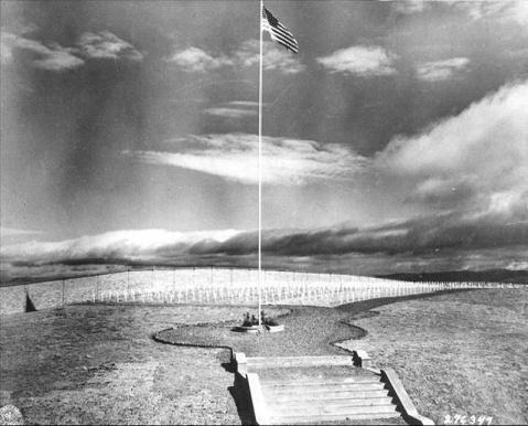 Захоронение погибших во время войны американских солдат. Город Куньмин провинции Юньнань. 1946 год. Фото с aboluowang.com