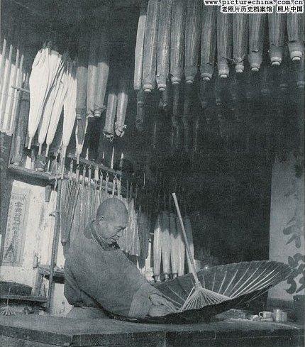 Продавец зонтов. Фото с aboluowang.com